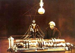 """Femeia-robot din filmul """"Metropolis"""" (1927)"""