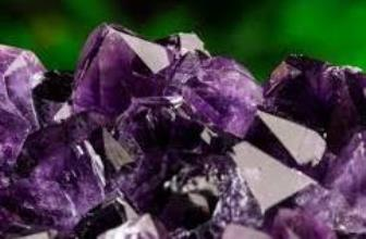 Ametistul, cristalul catalizator al rugaciunii catre Dumnezeu