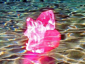 Apa energizata cu ajutorul cristalelor - pentru purificarea aurei si trezirea fortelor spirituale