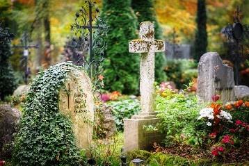 De ce prezenta in cimitir, unde sunt inmormantati cei dragi, ne da mai multa energie si ne scapa de stresul cotidian? O explicatie ezoterica...