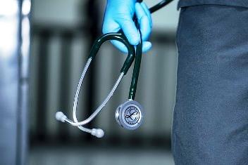 """""""Daca nu va operati, mai aveti doar 6 luni de trait"""" - spuse un doctor pacientului lui. Au trecut 16 ani de atunci, pacientul e sanatos si bine, iar doctorul a murit demult..."""