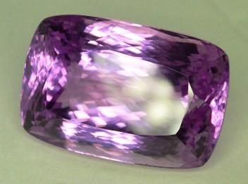 Cel mai puternic cristal pentru chakra inimii: kunzitul roz