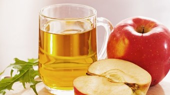 """Reteta """"miraculoasa"""" pentru a trai sanatos si mult: miere de albine, otet de mere si apa!"""